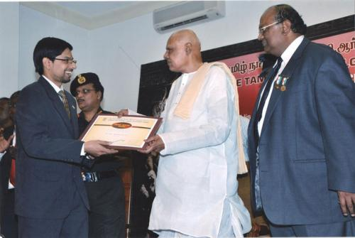 "A man with many achievements Dr. Arun was deservingly selected for the ""Young Dentist Achiever Award"" in the year 2012 By Dr.K.Rosaiah, His Excellency the Governor of Tamil Nadu"